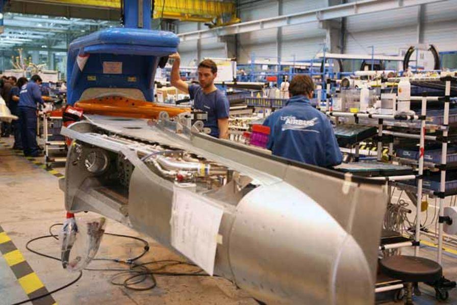 airbus saint eloi l usine de l ann e 2011 quotidien des usines. Black Bedroom Furniture Sets. Home Design Ideas