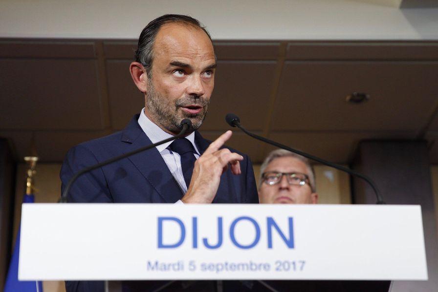 Dijon : le Premier ministre annonce la fin du RSI