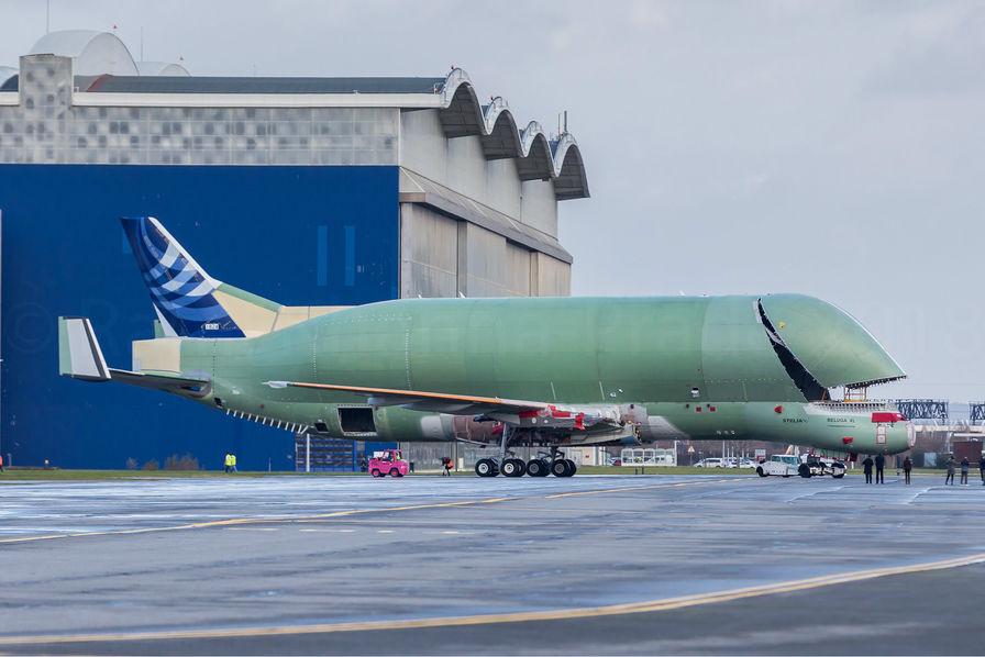 Le premier Airbus Beluga XL entre en piste