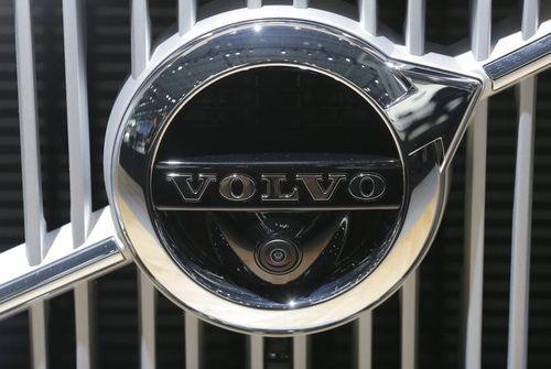 Coup de théâtre, Volvo ne vend plus Renault Trucks Defense