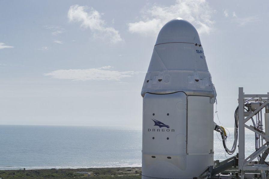 Des fermiers découvrent un morceau de fusée sur une plage bretonne — SpaceX