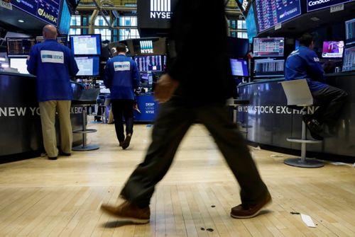 BOURSE-Wall Street fléchit dans le sillage de certaines valeurs