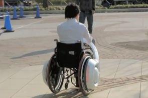 whill transforme le fauteuil roulant manuel en fauteuil lectrique sant. Black Bedroom Furniture Sets. Home Design Ideas