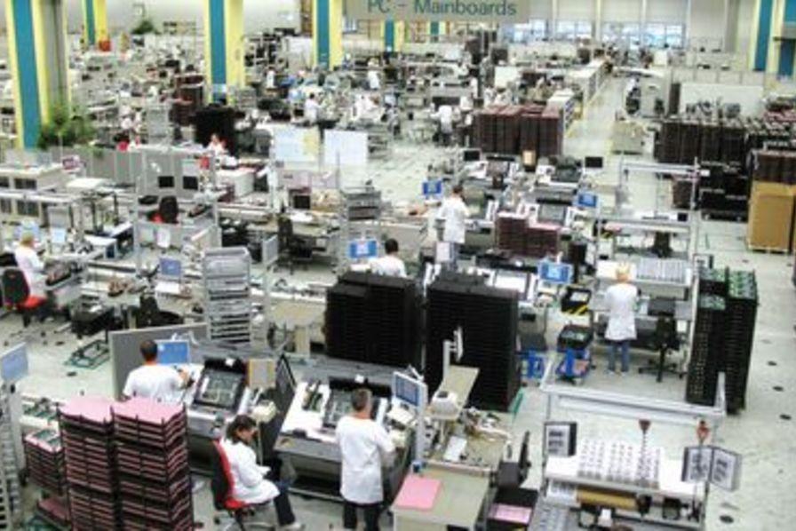 Chez fujitsu le patron c 39 est l 39 ouvrier technos et innovations - Usine de meuble au portugal ...