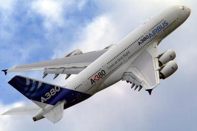 L A380 MSN 001 portera désormais le nom de Jacques Rosay, son premier pilote.  (Photo   Airbus) 5ba17eec8f12