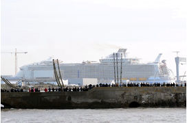 [Vidéo] Le plus grand paquebot du monde, le Symphony of the seas, quitte Saint-Nazaire