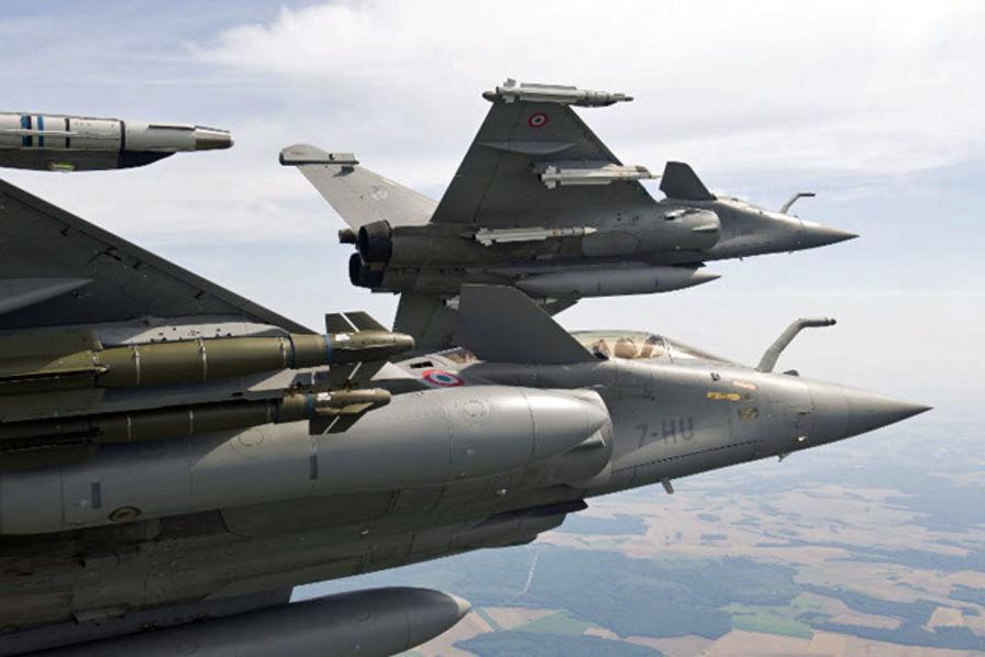 L'actu de la MARINE NATIONALE, de notre défense et de nos alliés /2 - Page 35 Rafale-equipe-de-missiles-mbda
