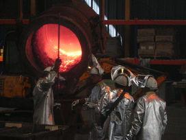 © D.R. - Lingots obtenue avec le recyclage de catalyseurs de raffinage de pétrole dans la société Valdi
