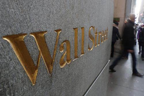 Infos Reuters: La crainte d'une pandémie entraîne une correction à Wall Street