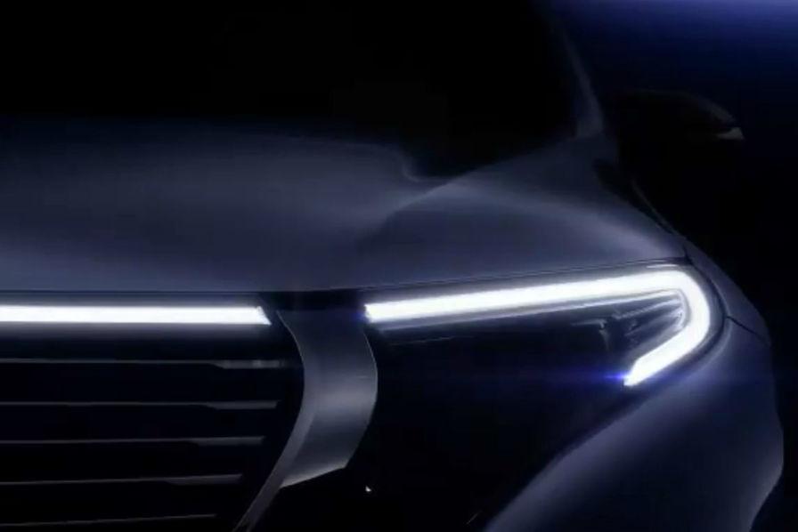 En Images Avec Le Suv Eqc Et Le Concept Car Vision Eq Silver Arrow