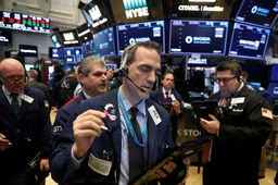 Wall Street amorce un rebond mais Facebook recule encore