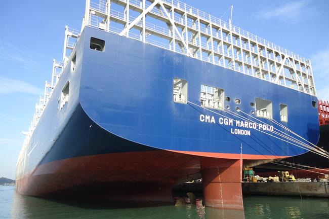 Voyage inaugural du marco polo de cma cgm le plus grand - Le plus gros porte conteneur du monde ...