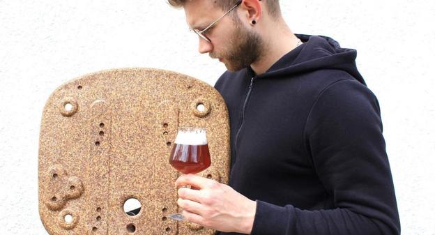 La bière présente de nombreuses vertus, avant même d'être bue. Grâce aux résidus des brasseries, un ébéniste de @a_saint_quentin a élaboré un procédé industriel permettant de créer de la matière première pour ses meubles !usinenouvelle.com/article/l-indu…cc @BruCardot @costilhes