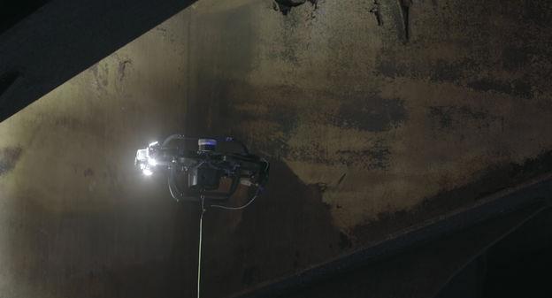 [L'industrie c'est fou] Ce drone se faufile dans les réservoirs de navires pétroliers