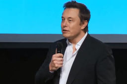 """Avec l'intelligence artificielle, on invoque le démon"", alerte Elon Musk"