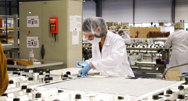 Pourquoi Akuo Energy produit ses tuiles solaires SunStyle dans la Vienne