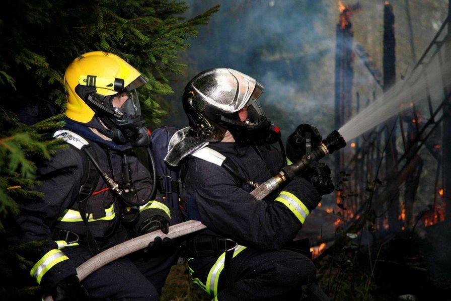 L usine des aires de jeu de proludic d truite par un for Airess incendie