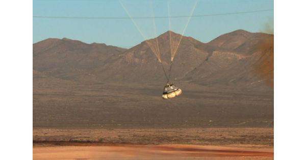 [Vidéo] Boeing et SpaceX testent les parachutes de leurs capsules spatiales