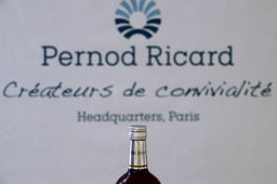 "Pernod Ricard s'attend encore à un exercice ""volatil et incertain"" en 2020-2021"