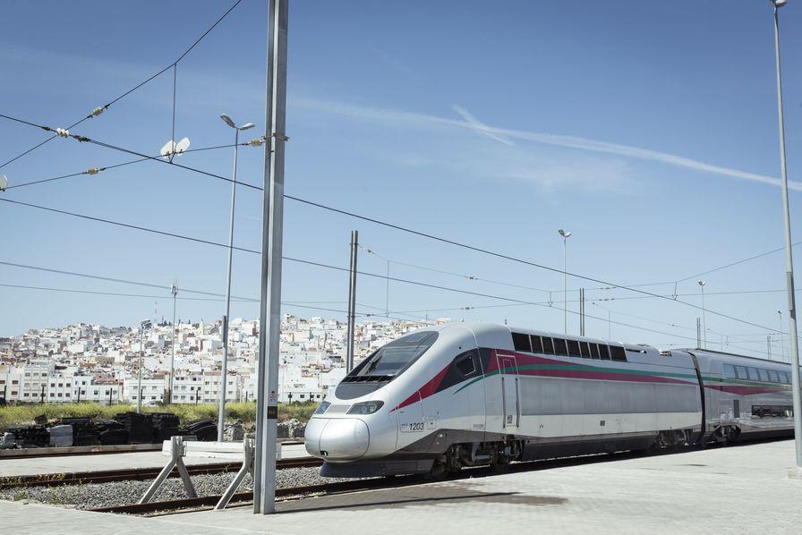 Maroc : le premier TGV d'Afrique inauguré par Emmanuel Macron