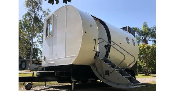 [L'industrie c'est fou] Ils fabriquent une tiny house avec le fuselage d'un avion - L'industrie c'est fou